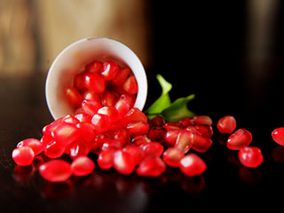Try pomegranate to <strong>cleanse</strong> your arteries naturally
