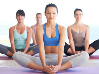 Try Out These Simple <strong>Yoga</strong> Asanas to Cure Arthritis