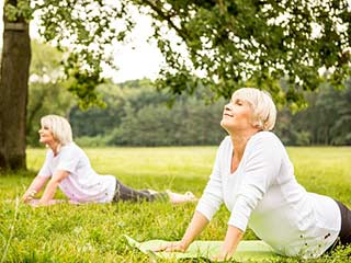 3 effective yet easy <strong>yoga</strong> asanas that seniors must try