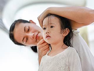This is how you can <strong>clean</strong> your kid's ear at home