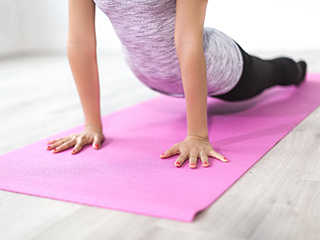 Try these <strong>yoga</strong> <strong>poses</strong> to get rid of urinary incontinence