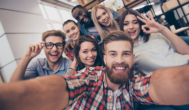 Why Selfies Weigh more Importance Today than Autographs