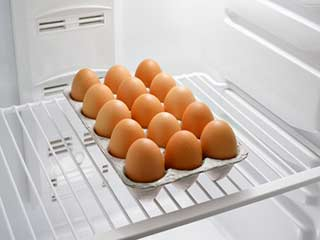 Here is why you should not keep <strong>eggs</strong> in fridge!