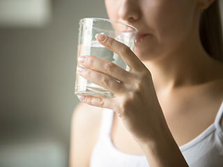 Reasons to <strong>drink</strong> water on an empty stomach