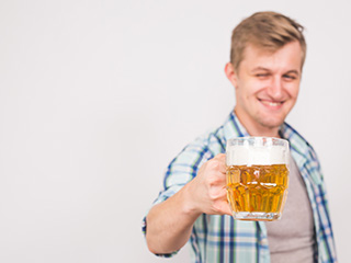 Drinking beer might prevent your <strong>brain</strong> cells from damage
