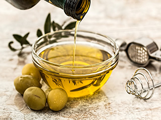 Olive <strong>oil</strong>, nuts may reverse heart risk factors