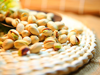 Lose weight with the <strong>rich</strong> and nutty taste of pistachios