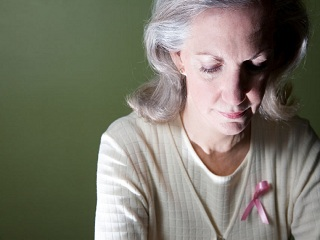 Family history increases the risk of breast cancer for <strong>elderly</strong> women
