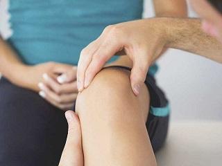 Image result for घुटने के दर्द से छुटकारा पाने के लिए लगाए कैस्टर का तेल