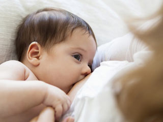 Remedies to Increase Breast Milk <strong>Naturally</strong>
