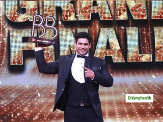 After 140 Days Of Confinement, <strong>Angry</strong> Man Sidharth Shukla Lifts The Bigg Boss 13 Trophy