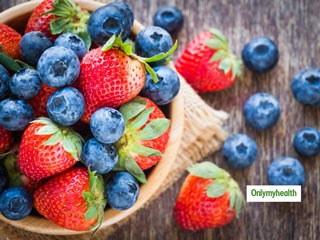 Blueberry Vs Strawberry: Here's All About Their Calories, <strong>Nutrition</strong> And Carbs